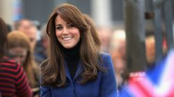 Kate Middleton, frange et manteau Christopher Kane: magnifique!