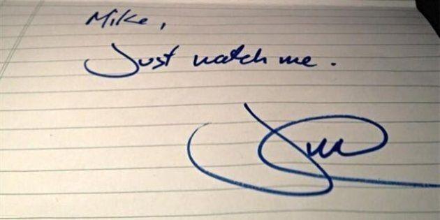 Une note manuscrite de Justin Trudeau vendue pour plus de 12 000 $ sur