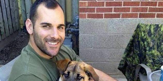 Un homme qui a tenu la main du caporal Nathan Cirillo, il y a un an,