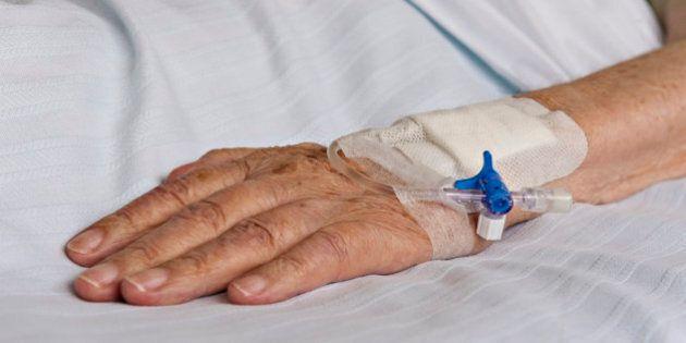 Aide médicale à mourir: le gouvernement fédéral espère un projet de loi en
