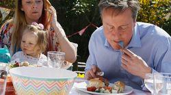 Le Premier ministre britannique attaque un hot dog à la fourchette et devient la risée des