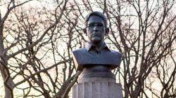 Un buste de Snowden retiré d'un