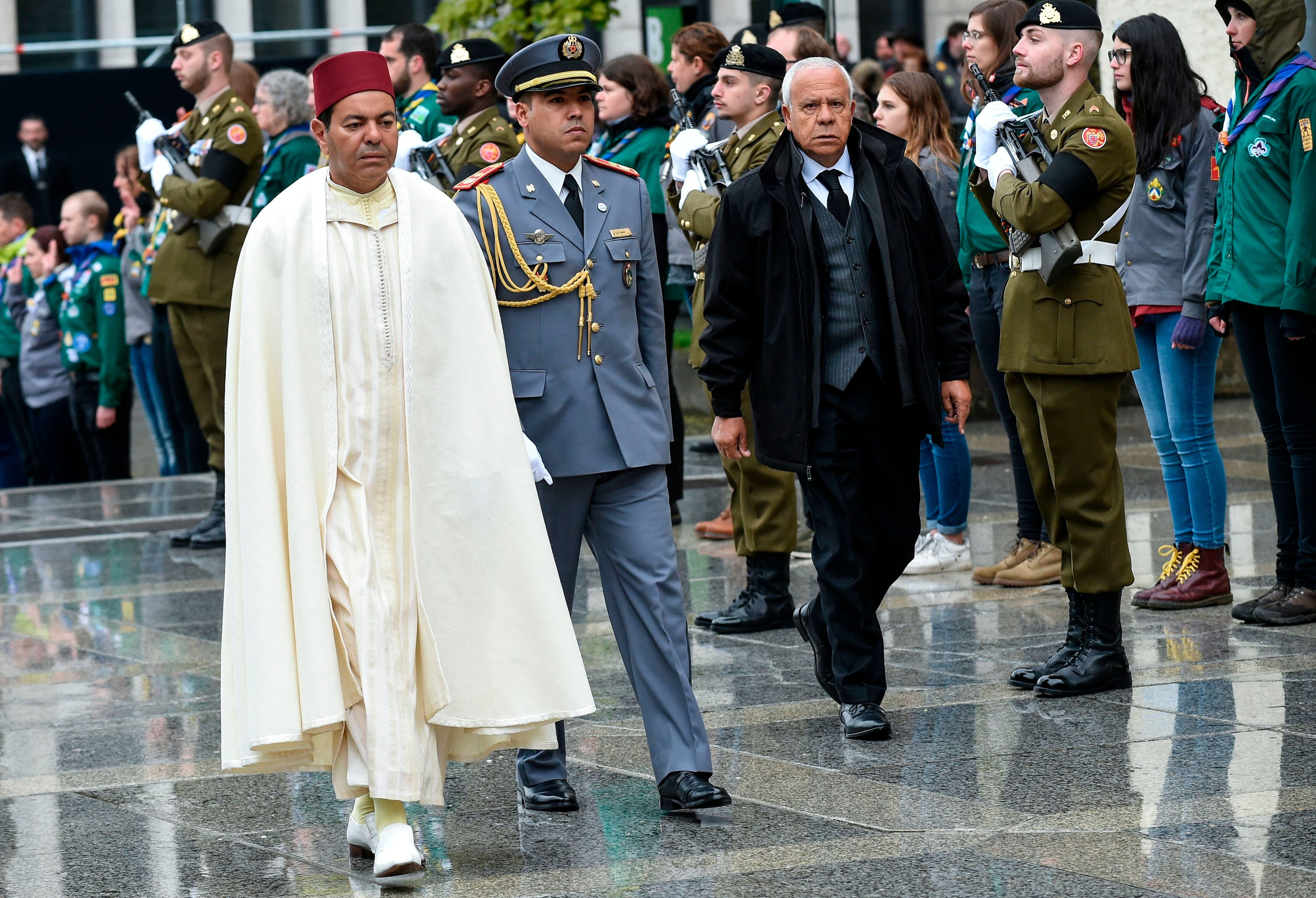 Le prince marocain Moulay Rachid Hassan (à gauche) arrive pour la cérémonie funèbre...