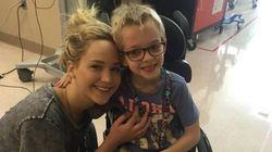Jennifer Lawrence visite les enfants de l'hôpital Shriners à Montréal