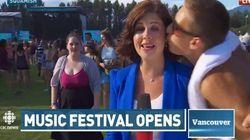 Une journaliste reçoit un baiser en direct et porte plainte