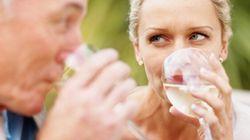 Les femmes boivent mieux que les hommes, selon