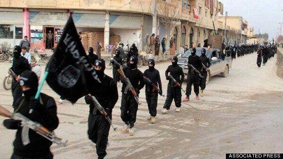 Syrie: un ex-enfant soldat raconte comment il s'est engagé avec le groupe extrémiste État isamique et...