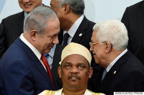 COP21 : Un «photobomb» mémorable perturbe la poignée de main entre Netanyahou et