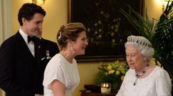 Sophie Grégoire-Trudeau magnifique en blanc pour rencontrer la reine
