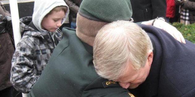 L'ancien chef d'état-major Rick Hillier aurait préféré maintenir les frappes canadiennes contre