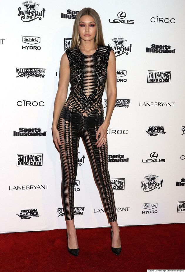 Gigi Hadid laisse peu de place à l'imagination au lancement de l'édition maillots du Sports Illustrated