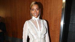 Grammy Awards 2016: Beyoncé magnifique en blanc et transparences