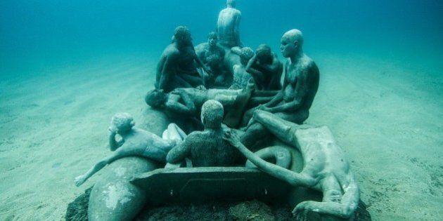 Jason deCaires Taylor dévoile les sculptures du premier musée sous-marin d'Europe
