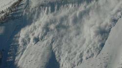 Des skieurs secourus d'une avalanche à