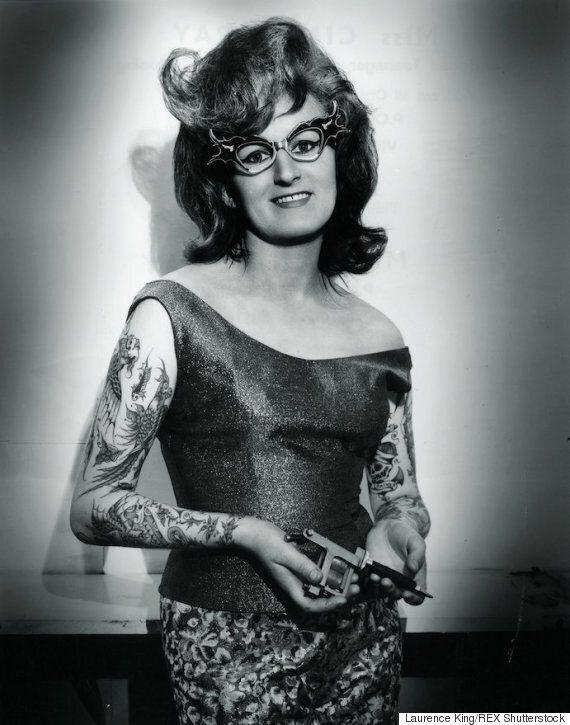 Le livre 100 Years of Tattoos met en vedette la beauté des femmes tatouées avec des clichés vintage