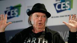 Neil Young retire sa musique des services d'écoute en