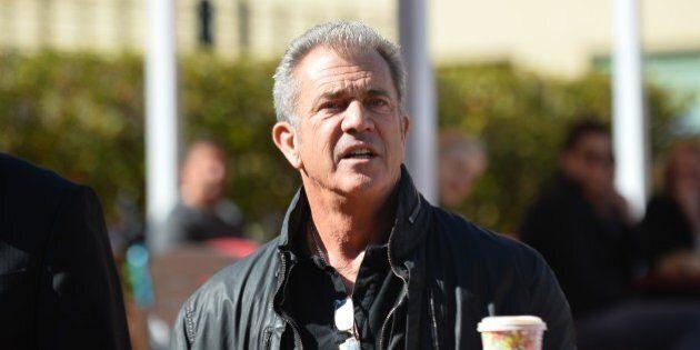 Mel Gibson suspecté d'avoir insulté et bousculé une photographe