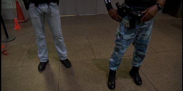 Les juges ordonnent aux constables spéciaux de porter l'uniforme