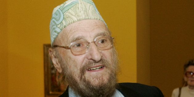 FILE - In this Oct. 10, 2006 file photo Austrian artist Ernst Fuchs talks to journalists at the Jewish Museum in Vienna. Fuchs died at a hospital in Vienna, Monday, Nov. 9, 2015 at the age of 85. (AP Photo/Ronald Zak, file)