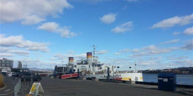 Fin de l'opération de récupération du diesel déversé par un bateau à