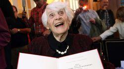 À 102 ans, elle reçoit le doctorat dont l'ont privée les