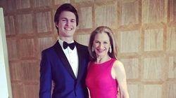 Une photo d'Ansel Elgort avec sa maman devient la plus aimée des Oscars 2015 sur