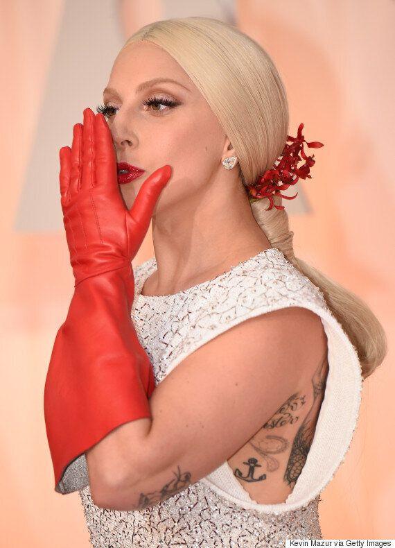 Oscars 2015: Les gants de Lady Gaga ne sont pas passés inaperçus!