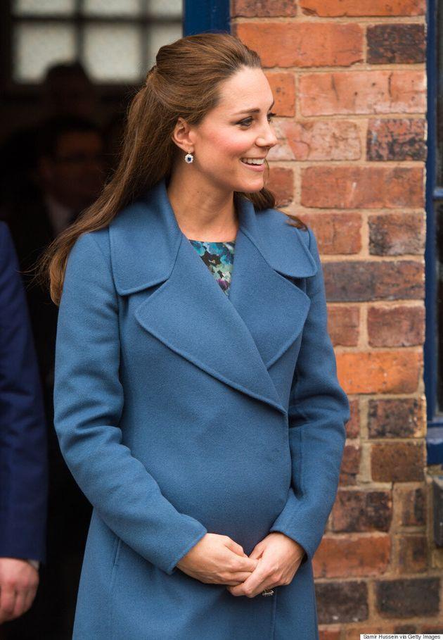 Le bleu est une couleur chaude pour Kate Middleton