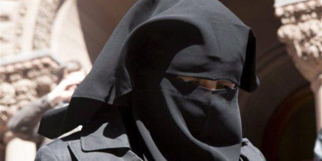 Le Parti conservateur lance une pétition contre le port du niqab lors des cérémonies