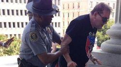 États-Unis: un policier noir vient en aide à un membre du KKK
