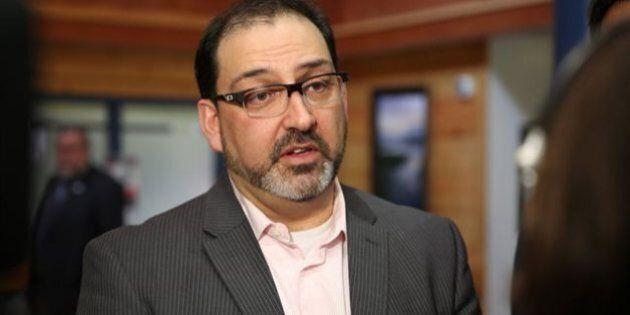 Le candidat du parti libéral Glenn Thibeault remporte l'élection partielle à