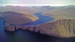 Un lac des Iles Féroé perché au-dessus de