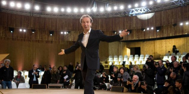 Italian actor Roberto Benigni poses for photographers before the rehearsal of his