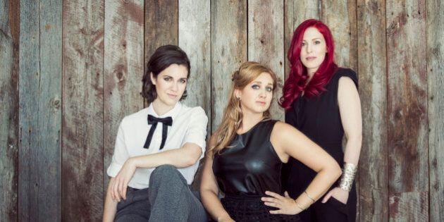 «Au fil des avenues» des Bouches Bées : trois filles en