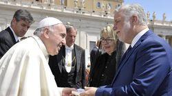 Pourquoi l'épouse de Philippe Couillard portait un voile devant le pape