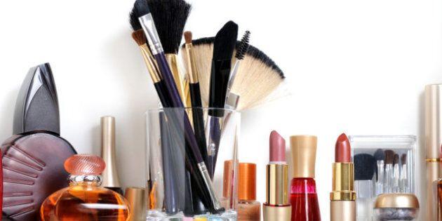 Beauté: faut-il garder ses cosmétiques au