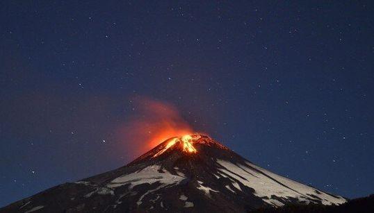 Spectaculaire éruption du volcan Villarrica au Chili