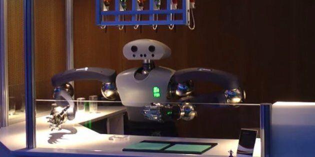Ce robot est un barman et s'appelle Hollie