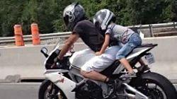 Enfant à moto sur l'autoroute : une pratique