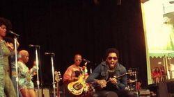 Lenny Kravitz montre son pénis par accident en plein concert