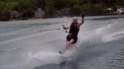 Oubliez la campagne électorale, voici Jean Chrétien qui fait du ski nautique!