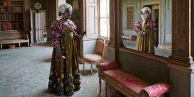 «Pièces de résistance» de Yinka Shonibare MBE: mascarade kaléidoscopique