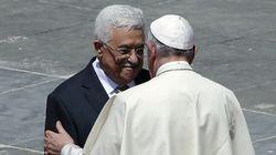 Le pape François canonise deux