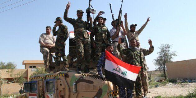 TIKRIT, IRAQ - MARCH 1 : Iraqi Army and volunteer fighters prepare at Sedull Udeyim region before an...
