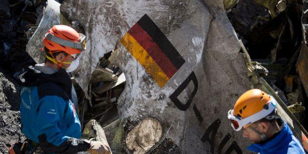 Écrasement de Germanwings: le copilote a fait accélérer la