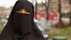 Le PLC, le NPD et le niqab: à pieds joints dans
