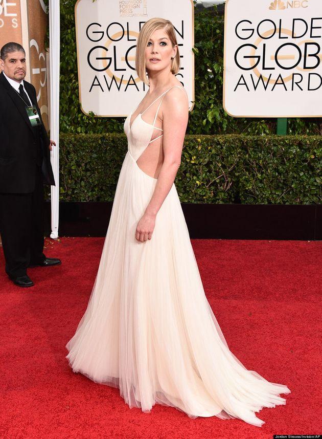 Golden Globes 2015: La robe de Rosamund Pike est tout simplement éblouissante