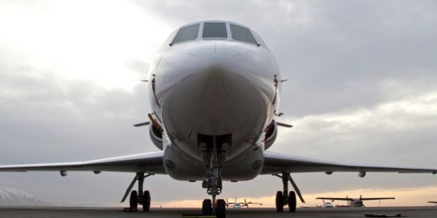 États-Unis : un pilote paye la pizza à ses passagers alors que l'avion est coincé sur le