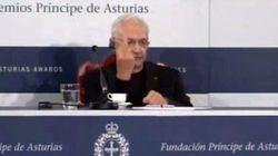L'architecte américain Frank Gehry fait un doigt d'honneur à ses détracteurs