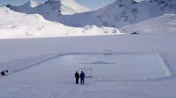 Il amène son père au «paradis du hockey» pour de touchants remerciements